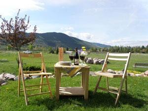 Ten Spoon Vineyard and Winery, outdoor tasting area